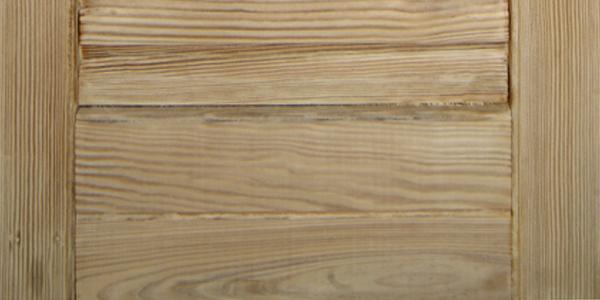 Ripristino infissi legno: nella foto un infisso sverniciato